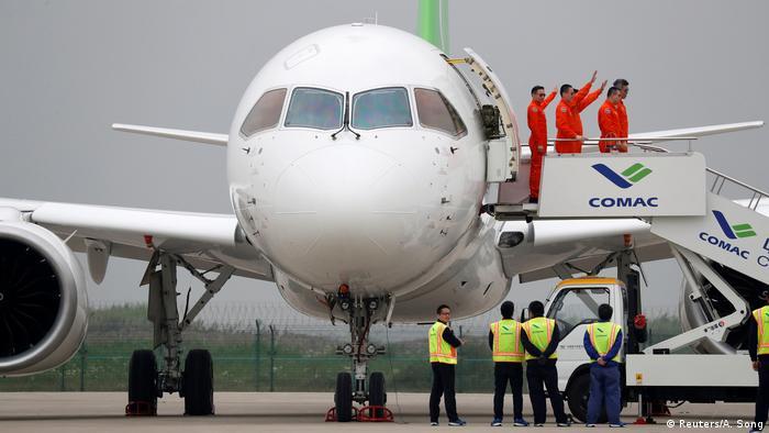 China Erstflug Comac C919 (Reuters/A. Song)