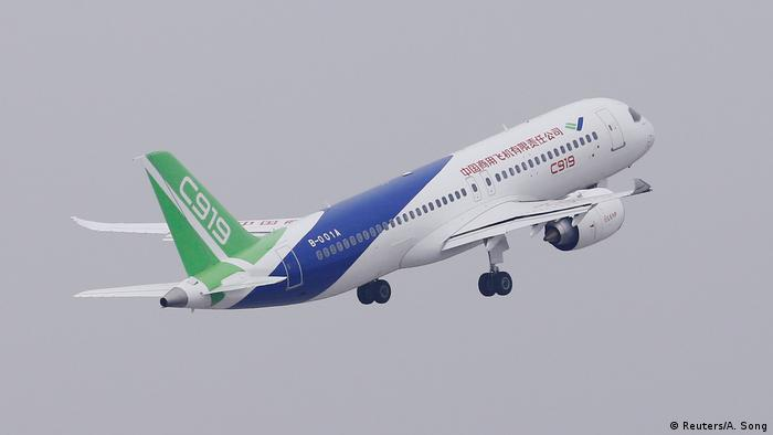 single-aisle passenger jet)
