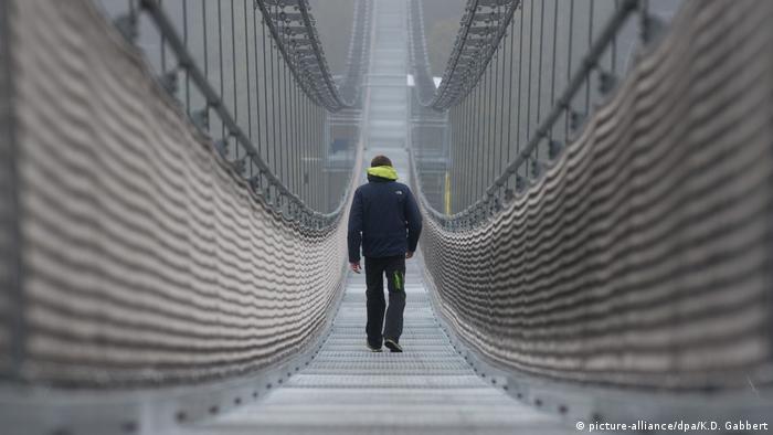 Deutschland Fußgänger-Hängeseilbrücke an der Rappbodetalsperre