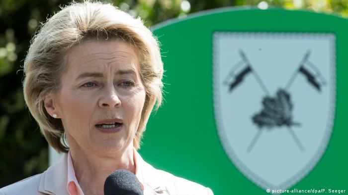 Bundesverteidigungsministerin von der Leyen in Illkirch
