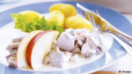 Matjes are pickled herrings, and although they're perhaps not to everyone's liking, they're cult along the northern German coast. In this traditional recipe, also called Matjes nach Hausfrauenart, which means housewife's style, the pickled fish is combined with diced onions, apples, dill and creamy dairy products. This refreshing summer dish is served with - guess - potatoes.