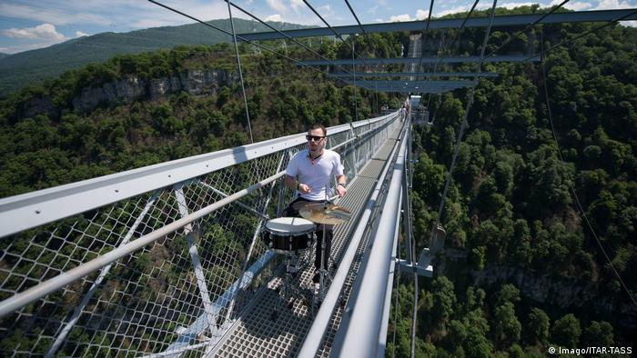 A member of the Russian Style band performs on SkyBridge the longest pedestrian suspension bridge i (Imago/ITAR-TASS)
