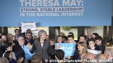UK | Theresa May in Bristol (picture-alliance/AP Photo/B. Birchell)