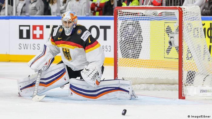 Köln Eishockey WM 2017 USA Deutschland emspor v l Thomas Greiss Deutschland DEB