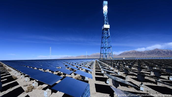 China Solarprojekt Delingha (picture alliance/Photoshot/Zhang Hongxiang)