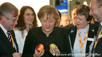 Σταθερότητα, διαχείριση κρίσεων, καλή οικονομία, χαμηλή ανεργία κάνουν τη Μέρκελ επιτυχημένη