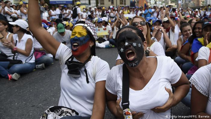Venezuela - Frauenmarsch in Caracas (Getty Images/AFP/J. Barreto)