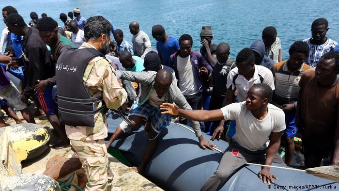Libyen Gerettete Flüchtlinge in Tripolis