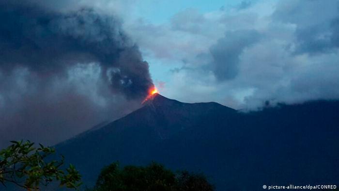 Guatemala Ausbruch des Feuervulkans (picture-alliance/dpa/CONRED)