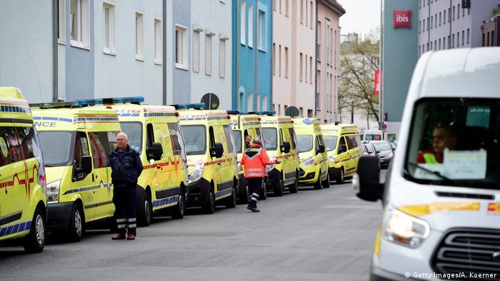 Bomb disposal vans in Hanover (Getty Images/A. Koerner)