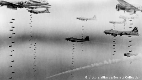 Bombers over Dresden (picture-alliance/Everett Collection)