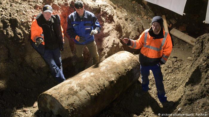 German man reports WWII bomb, police find zucchini