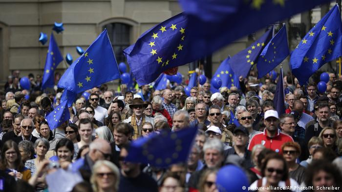 Berlin - Pulse of Europe (picture-alliance/AP Photo/M. Schreiber)