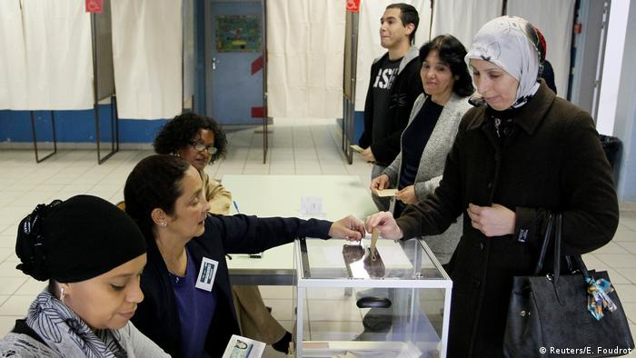 Frankreich Präsidentschaftswahl 2017 | Wählerin in Vaulx-en-Velin (Reuters/E. Foudrot)