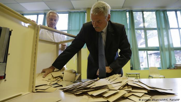 Frankreich Zweite Runde der Präsidentenwahl in Frankreich (picture alliance/AP/C. Paris/AP)