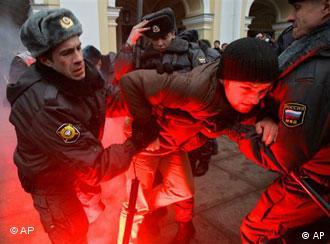 Фото из архива: во время демонстрации оппозиции в Санкт-Петербурге