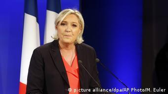 Frankreich Marine Le Pen nach der zweiten Runde der französischen Präsidentschaftswahlen 2017 (picture alliance/dpa/AP Photo/M. Euler)