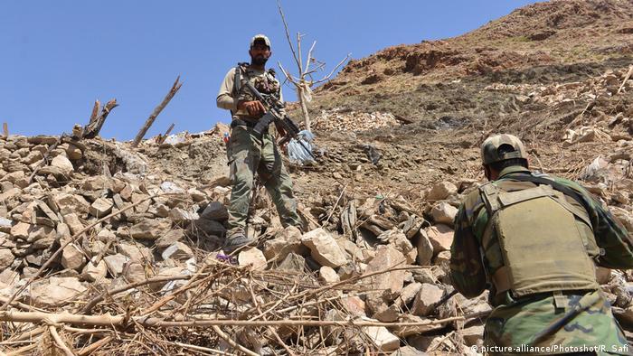 Afghanistan Soldaten in der Provinz Nangarhar (picture-alliance/Photoshot/R. Safi)