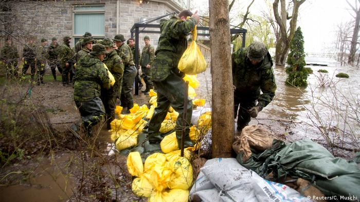 El Ejército ha destinado a unos 1.200 efectivos a enfrentar la catástrofe. (Reuters/C. Muschi)