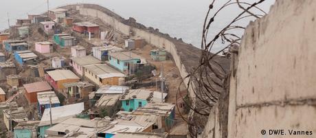 Peru Mauer der Schande in Lima