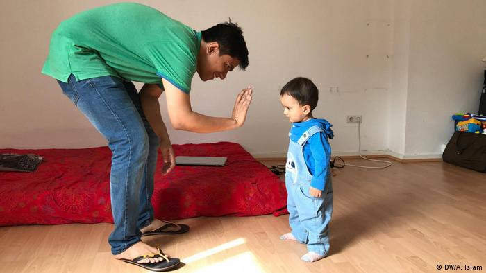 Arnab Goswami und sein 16 Monate alter Sohn Adrij