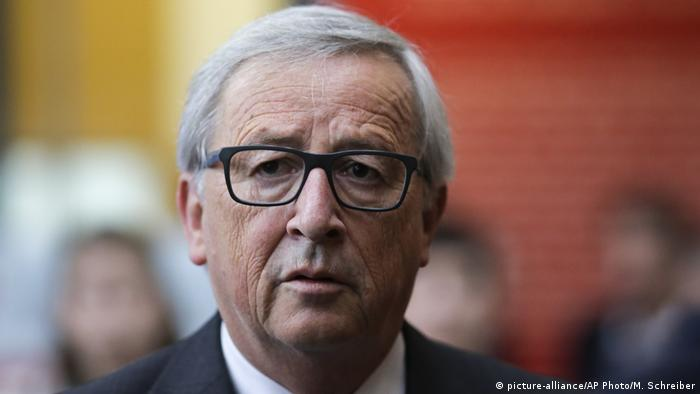 Berlin Juncker bei Gabriels Buchvorstellung Neuvermessungen (picture-alliance/AP Photo/M. Schreiber)