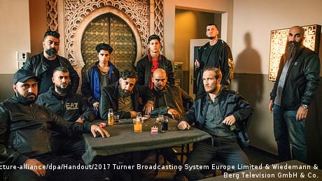 Filmstill 4 Blocks - Serie um arabischen Mafia-Clan in Berlin-Neukölln (picture-alliance/dpa/Handout/2017 Turner Broadcasting System Europe Limited & Wiedemann & Berg Television GmbH & Co.)