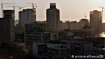 Die Landeshauptstadt Luanda liegt an einer Bucht des Atlantik