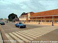 Na imagem uma das avenidas de Bissau. O primeiro banco de microcrédito, recentemente aberto na Guiné-Bissau, é a esperança dos agricultores locais