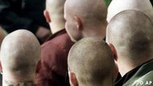 Symbolbild Rechtsextremismus Verbrechen Skinhead