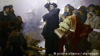 Мартин Лютер сжигает папскую буллу