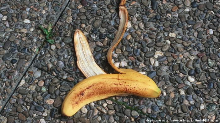 Verbrechen und Strafe - Bananenschale (picture alliance/Arco Images GmbH/J. Pfieffer)