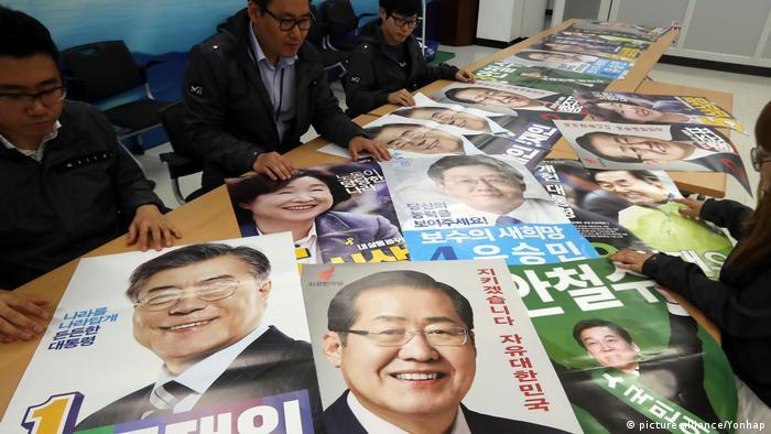 Südkorea Wahlplakate Kanditaten (picture alliance/Yonhap)