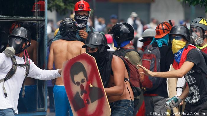 Venezuela Anti-Regierung Demonstranten (Picture-Alliance/AP Photo/A. Cubillos)