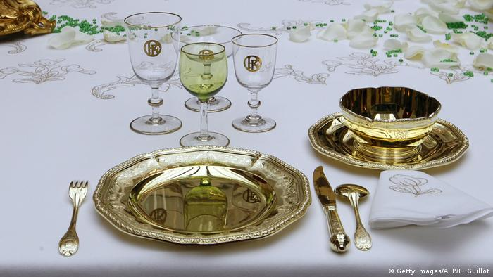 Geschirr und Besteck auf dem Tisch im Élysée-Palast (Foto: Getty Images/AFP/F. Guillot)