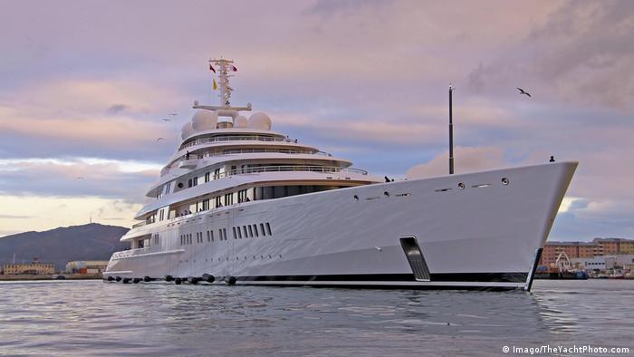 Моторная яхта Azzam