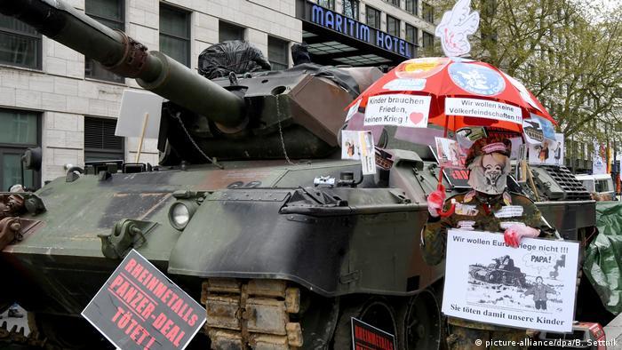 على الرغم من أن السعودية هي الزبون الأهم للأسلحة الألمانية، إلا أن ذلك يواجه معارضة برلمانية وخارج البرلمان في ألمانيا
