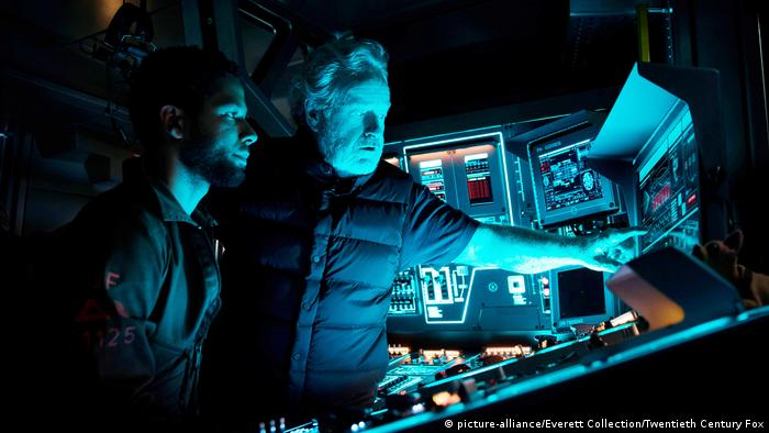 Ridley Scott beim Dreh zu seinem vorletzten Film Alien: Covenant (picture-alliance/Everett Collection/Twentieth Century Fox)