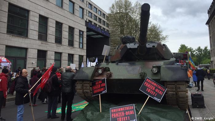 Deutschland Protest vor der Rheinmetall Hauptversammlung in Berlin
