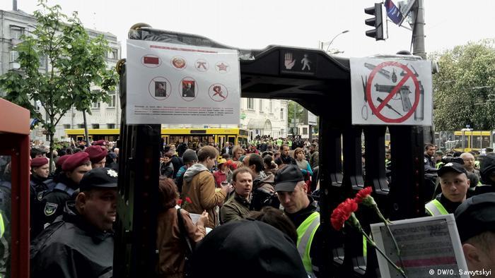 Ukraine Siegestag Demo in Kiew (DW/O. Sawytskyi)