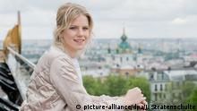 Die Sängerin Levina, die deutsche Teilnehmerin des Eurovision Song Contest (ESC), steht am 09.05.2017 für Fotoaufnahmen in Kiew (Ukraine). Die ukrainische Hauptstadt Kiew ist der diesjährige Austragungsort für den Eurovision Song Contest (ESC) mit den beiden Halbfinalen am 9. und 11. Mai sowie dem Finale am 13. Mai. Foto: Julian Stratenschulte/dpa +++(c) dpa - Bildfunk+++ | Verwendung weltweit