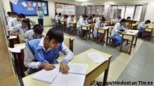Indien Schüler bei einer Prüfung