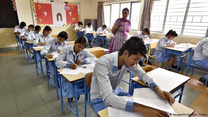 Indien Schüler bei einer Prüfung (Imago/Hindustan Times)
