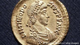 Foto einer Münze aus dem Zeitalter von Kaiser Theodosius I. (Foto: dpa)