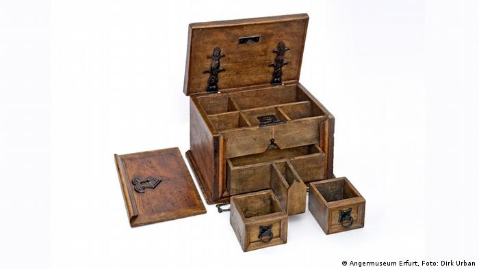 wooden box with drawers (Angermuseum Erfurt, Foto: Dirk Urban)