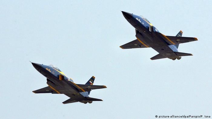 Iran Testflug für neues Kampfflugzeug (picture-alliance/dpa/Parspix/P. Isna)