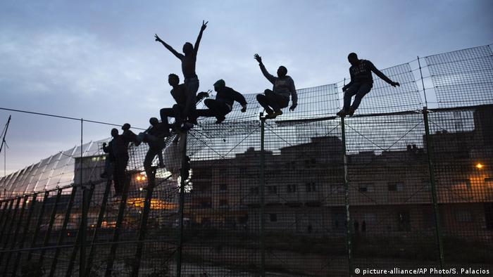 Spanien Melilla Flüchtlinge (picture-alliance/AP Photo/S. Palacios)