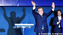09.05.2017 *** South Korea's president-elect Moon Jae-in waves to supporters at Gwanghwamun Square in Seoul, South Korea, May 9, 2017. REUTERS/Kim Kyunghoon