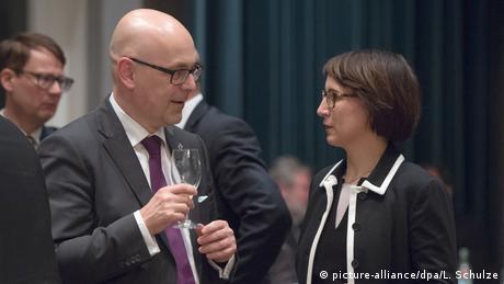 Schleswig-Holsteins scheidender Ministerpräsident Torsten Albig und Partnerin Bärbel Boy (picture-alliance/dpa/L. Schulze)