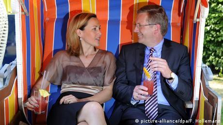 Der ehemalige Bundespräsident Christain Wulff mit Frau Bettina (picture-alliance/dpa/F. Hollemann)